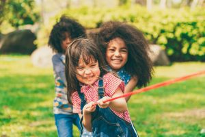 Da amamentação exclusiva à introdução alimentar e aos exercícios físicos, como ter filhos saudáveis brincando